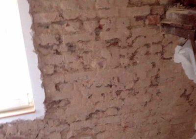 Referenz Mauerwerk in einem Altbau vor den Sanierungsarbeiten